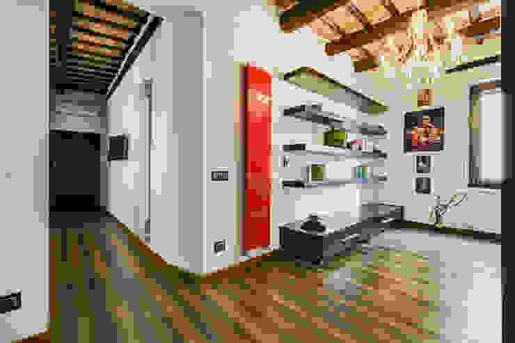 Hành lang, sảnh & cầu thang phong cách hiện đại bởi EF_Archidesign Hiện đại