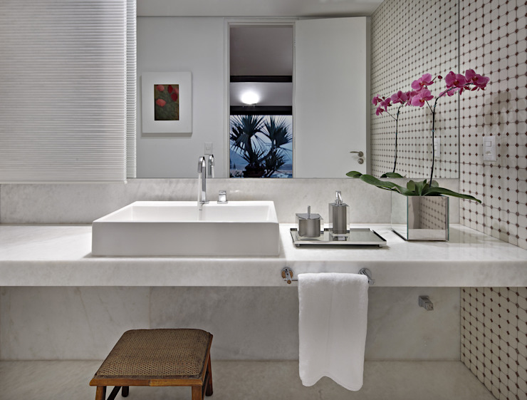 David Guerra Arquitetura e Interiores Tropical style bathrooms