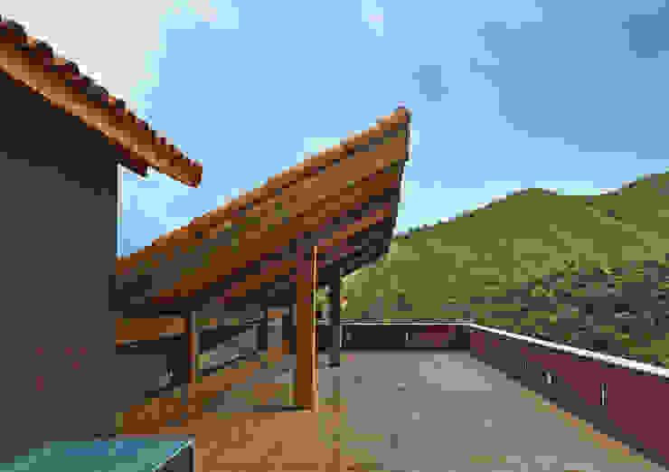 Balcones y terrazas de estilo rural de David Guerra Arquitetura e Interiores Rural