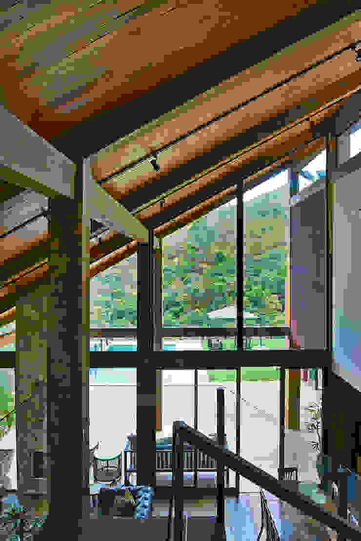 Puertas y ventanas de estilo rural de David Guerra Arquitetura e Interiores Rural