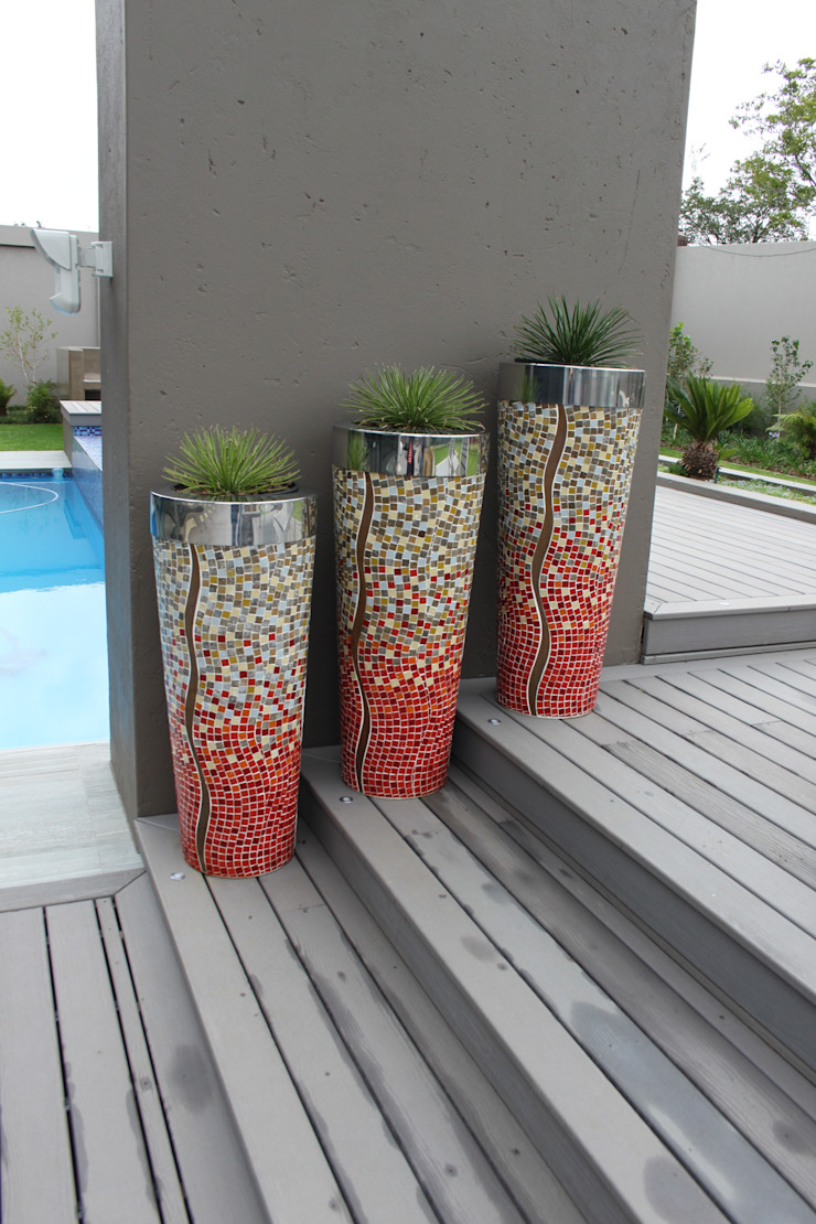 Mosaic Pots: modern  by Inside Out Interiors, Modern