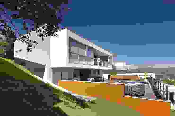 Casas modernas: Ideas, imágenes y decoración de David Guerra Arquitetura e Interiores Moderno