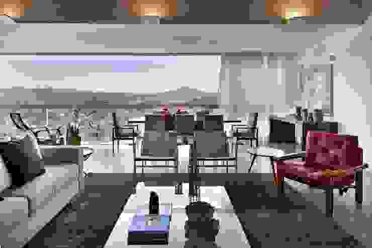 Casa do Lago 7: Salas de estar  por David Guerra Arquitetura e Interiores