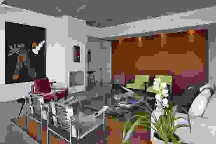 Casa do Lago 8: Salas de estar  por David Guerra Arquitetura e Interiores