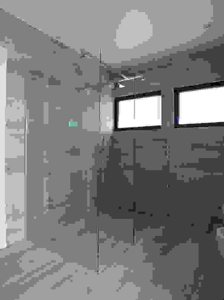 Moradia Urzal Casas de banho modernas por Belgas Constrói Lda Moderno