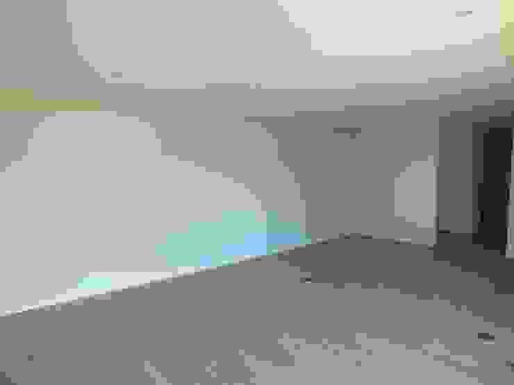Moradia Urzal Salas de estar modernas por Belgas Constrói Lda Moderno