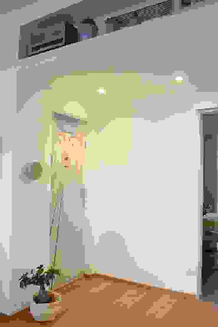 Pasillos, vestíbulos y escaleras de estilo ecléctico de studio ferlazzo natoli Ecléctico