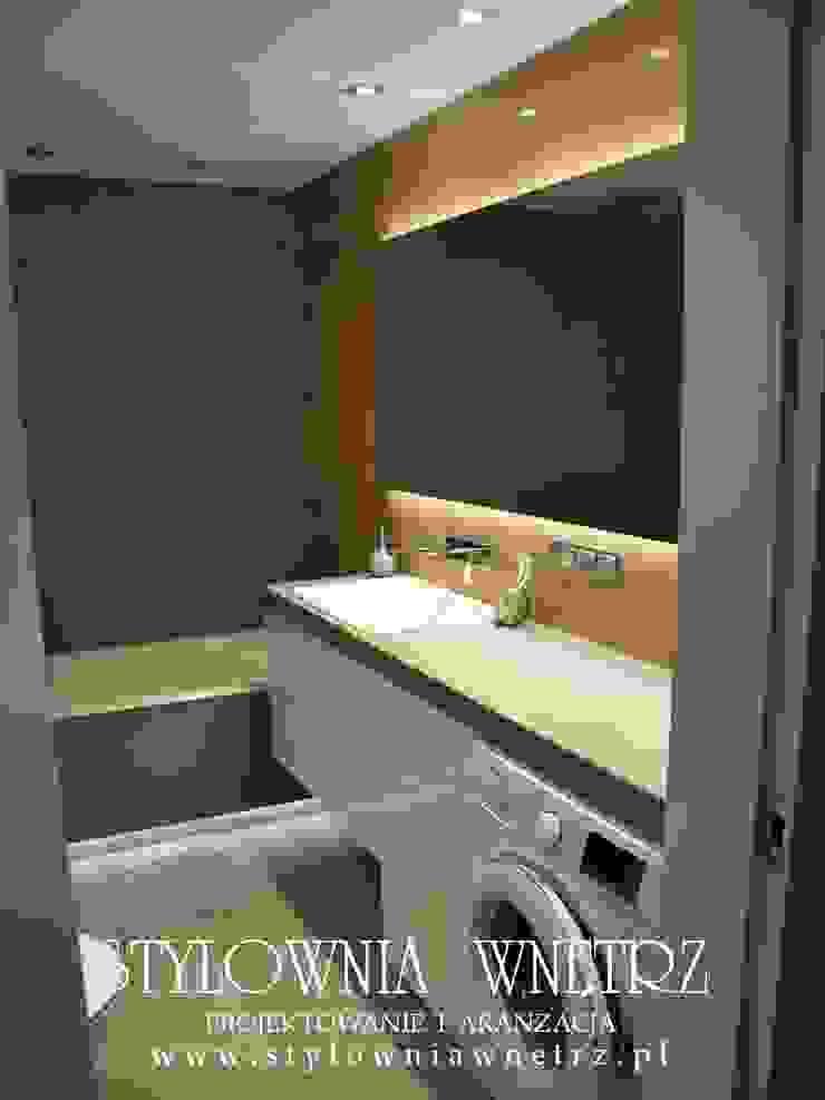 Stylownia Wnętrz Modern bathroom Wood Grey
