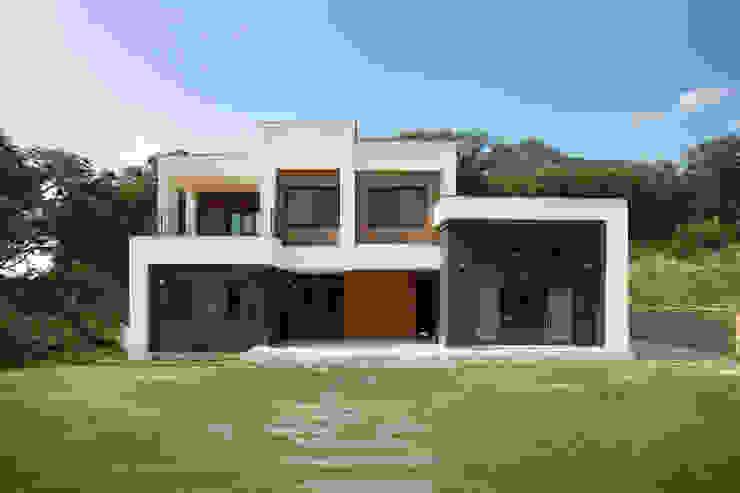 Casas de estilo  de 지성하우징