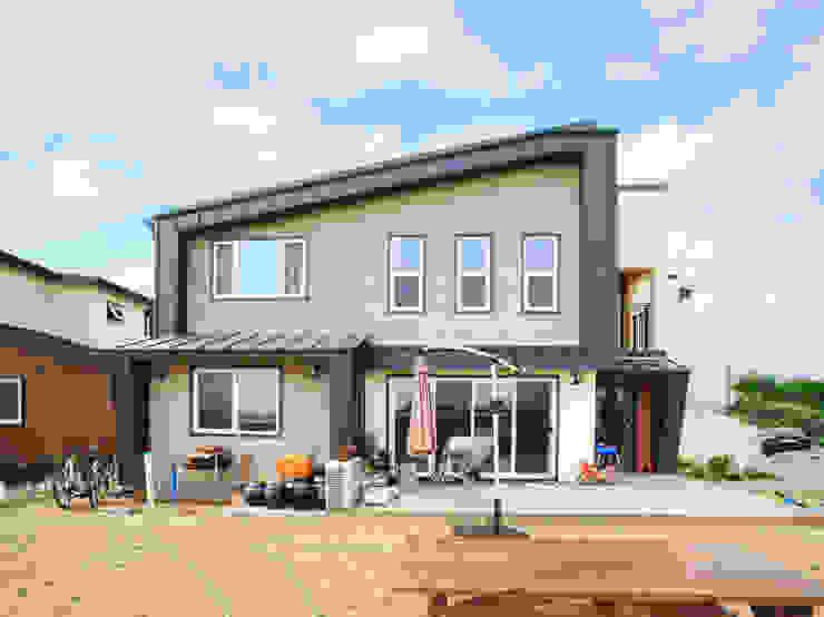 아기자기한 공간과 실용적인 공간을 활용한 모던스타일[충남 천안] 모던스타일 주택 by 지성하우징 모던