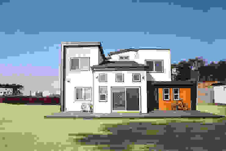 다양한 공간의 개성을 살리면서도 조화롭게 어우러진 모던 스타일[충남 천안] 모던스타일 주택 by 지성하우징 모던