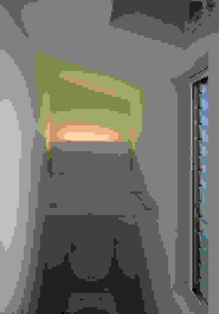 K邸ー白い箱の美容室 モダンスタイルの お風呂 の C-design吉内建築アトリエ モダン