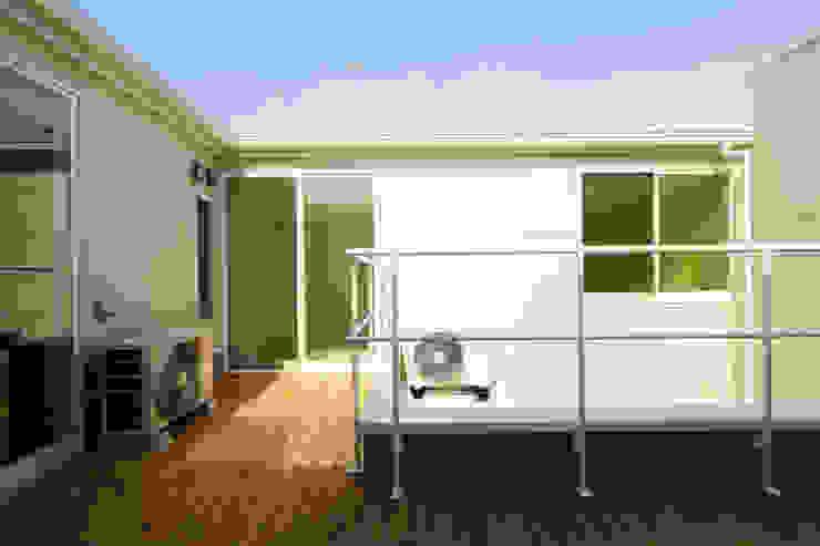 K邸ー白い箱の美容室 モダンデザインの テラス の C-design吉内建築アトリエ モダン