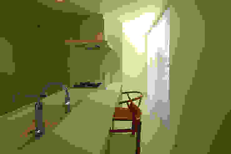 K邸ー白い箱の美容室 モダンデザインの ダイニング の C-design吉内建築アトリエ モダン