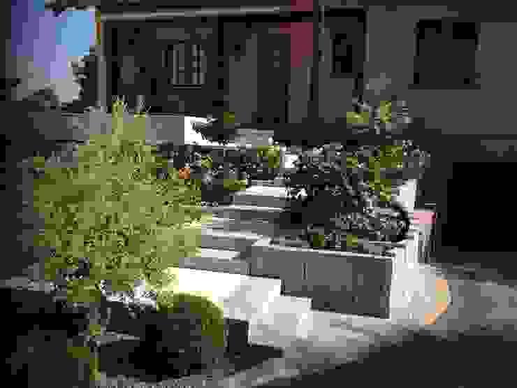 Modern Garden by Schwein Aménagement Modern Granite