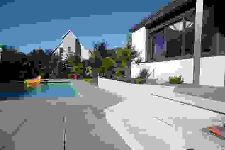 Modern Pool by Schwein Aménagement Modern