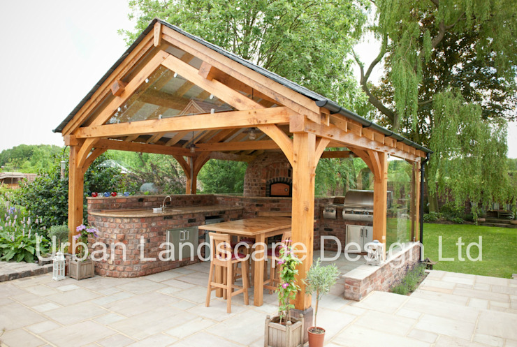 Outdoor Kitchen & Oak Building Jardines de estilo rural de Urban Landscape Design Ltd Rural