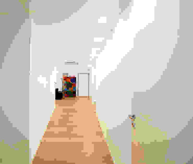 Corridoio Ingresso, Corridoio & Scale in stile minimalista di Ad'A Minimalista Legno Effetto legno