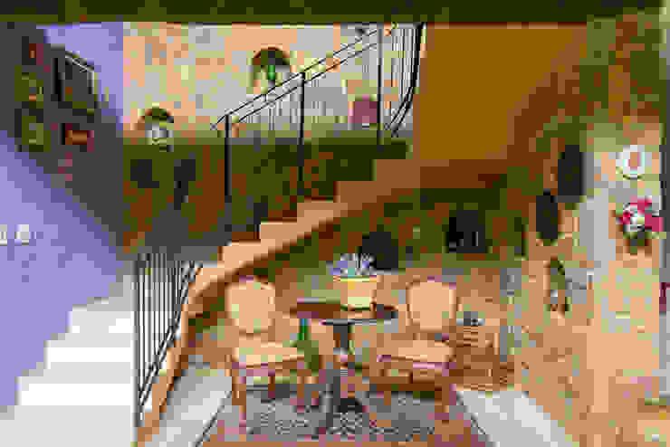 Couloir, entrée, escaliers rustiques par Valquiria Leite Arquitetura e Urbanismo Rustique
