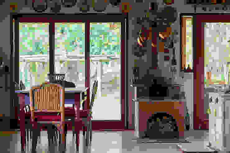 Rustic style dining room by Valquiria Leite Arquitetura e Urbanismo Rustic