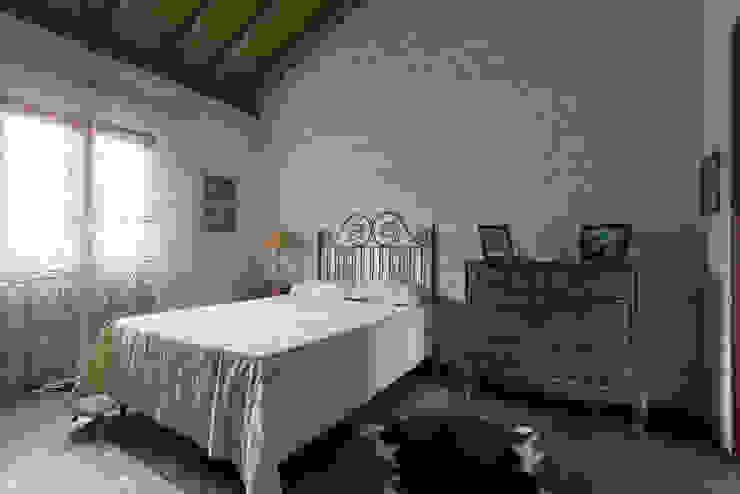 Rustic style bedroom by Valquiria Leite Arquitetura e Urbanismo Rustic