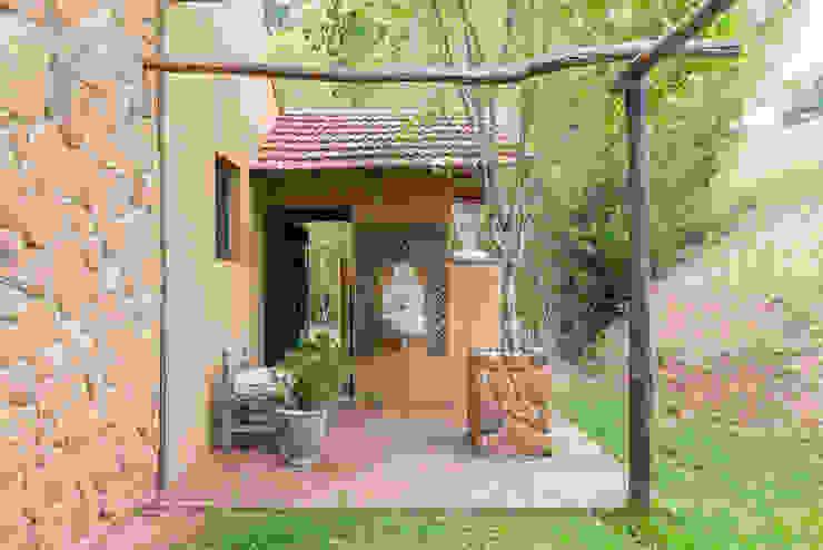 Jardines rústicos de Valquiria Leite Arquitetura e Urbanismo Rústico