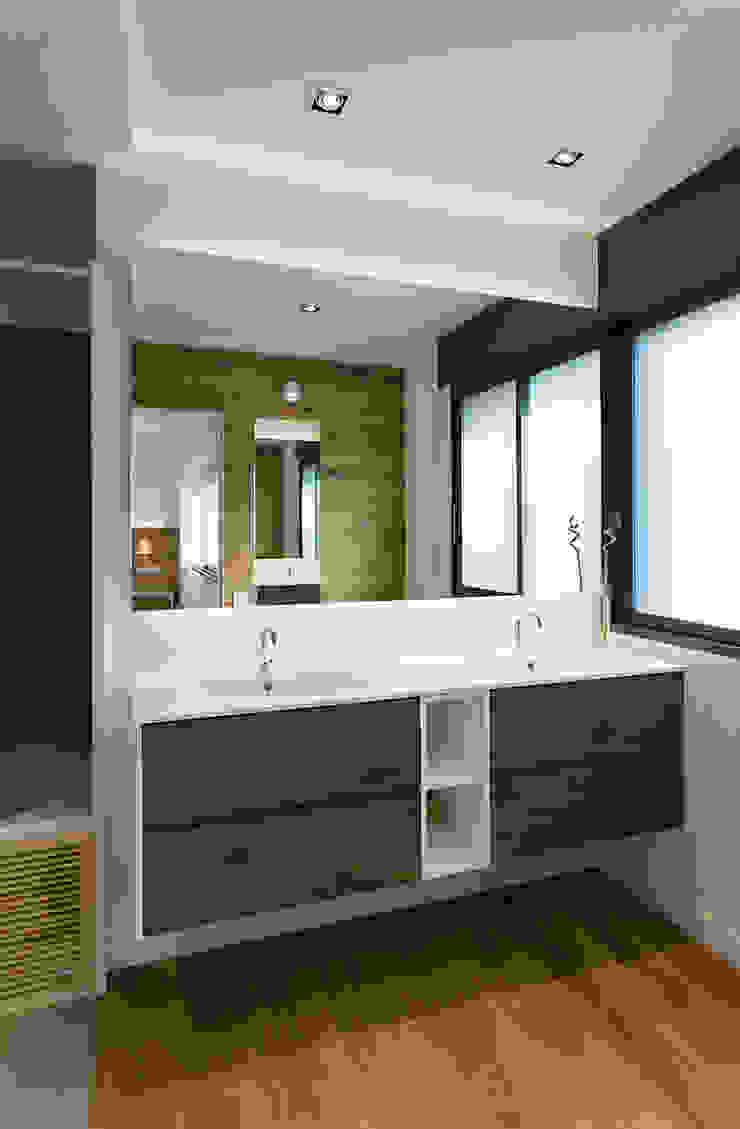 dom arquitectura Minimalist bathroom