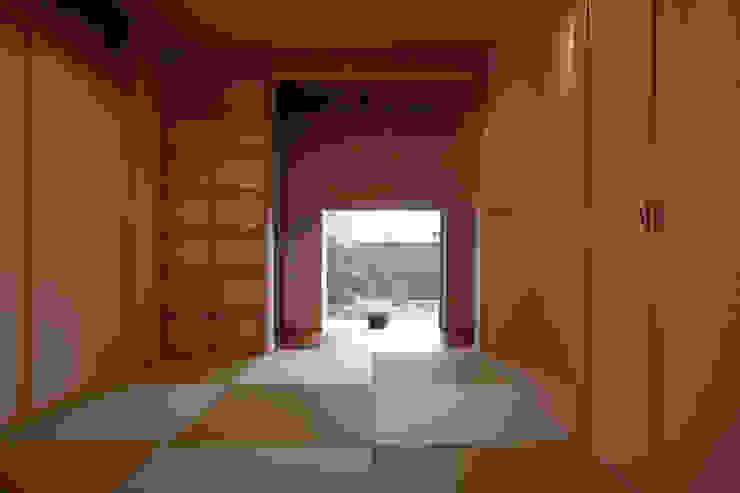 C邸ー大きな屋根の家 和風の 寝室 の C-design吉内建築アトリエ 和風