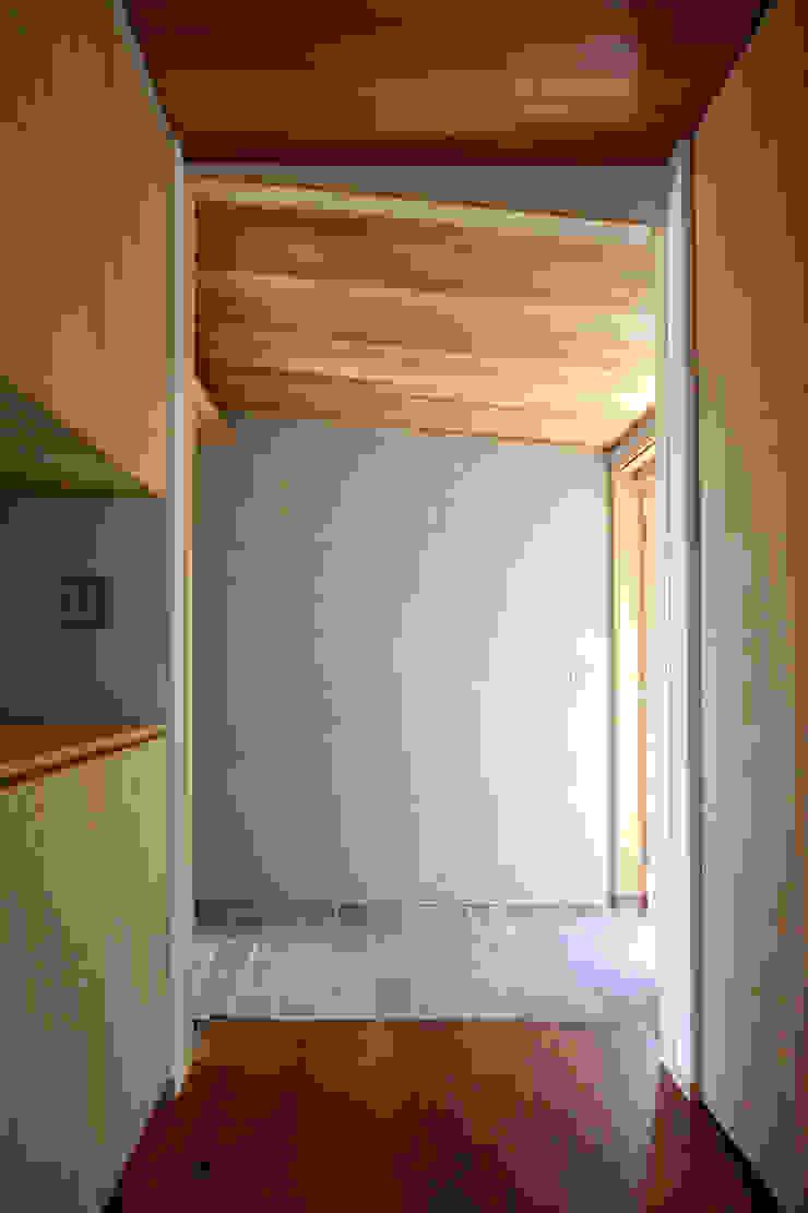C邸ー大きな屋根の家 和風の 玄関&廊下&階段 の C-design吉内建築アトリエ 和風