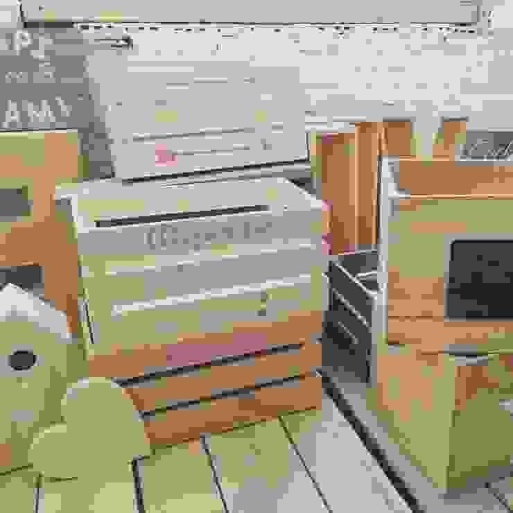 Dormitorios infantiles de estilo moderno de HAPPYHOME BARCELONA Moderno