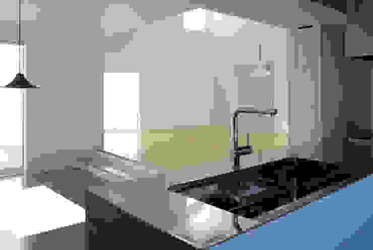白の家 モダンな キッチン の BDA.T / ボーダレスドロー モダン