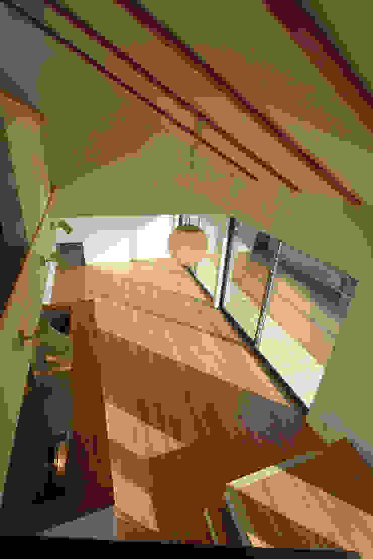 T邸ー屋根窓の家 北欧デザインの リビング の C-design吉内建築アトリエ 北欧