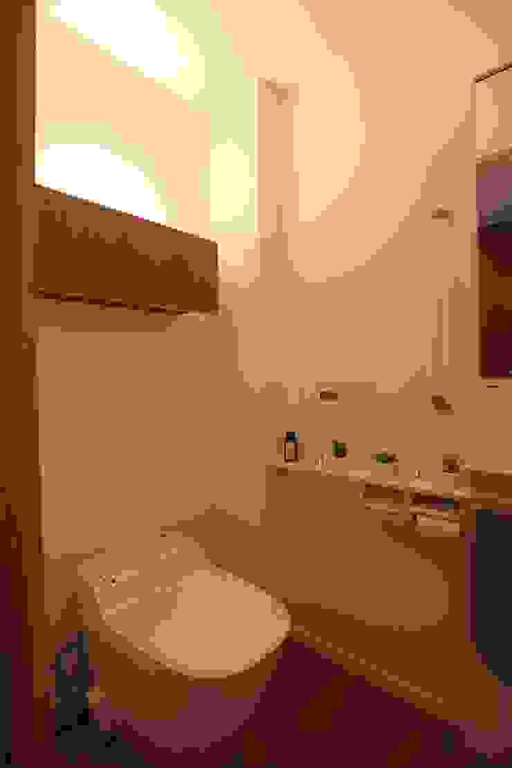 Scandinavian style bathroom by C-design吉内建築アトリエ Scandinavian