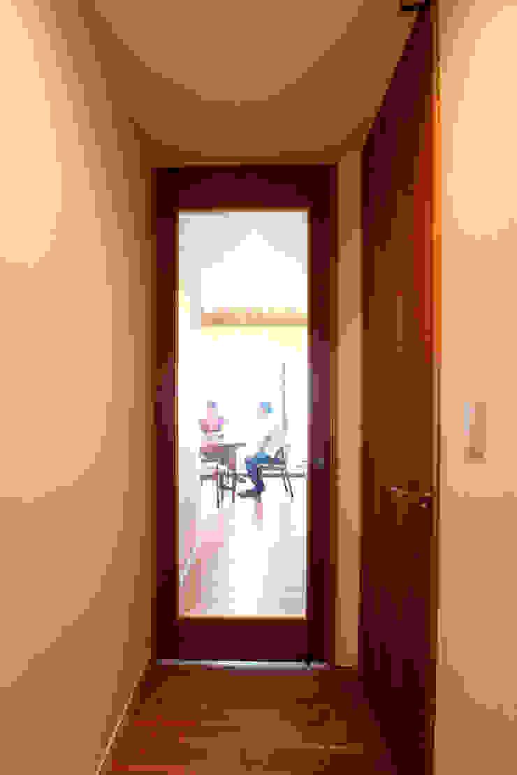 Scandinavian style windows & doors by C-design吉内建築アトリエ Scandinavian