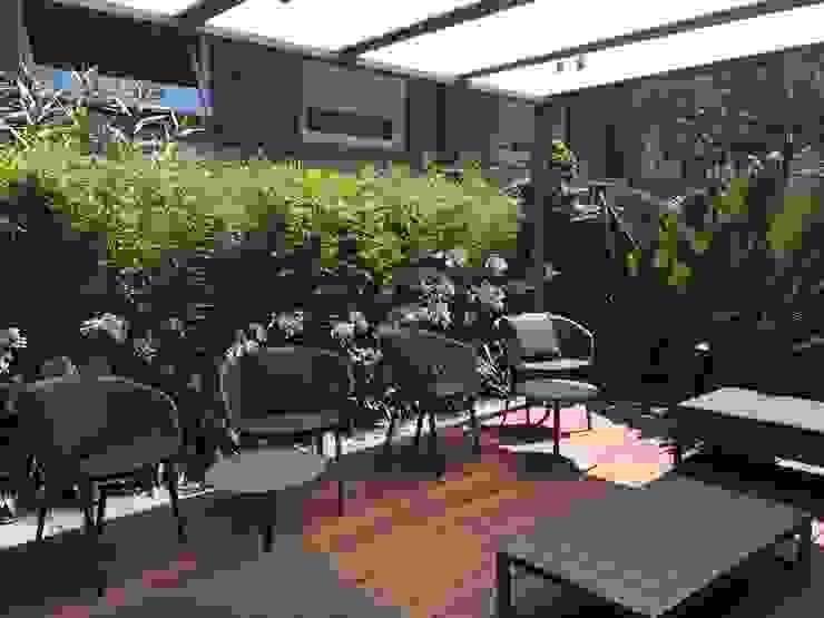 Jardines de estilo  por BURESINNOVA S.A., Moderno