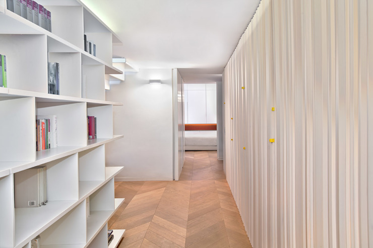 Bartoli Design's new apartment renewal; 210 square meters of light and relax Modern Corridor, Hallway and Staircase by BARTOLI DESIGN Modern