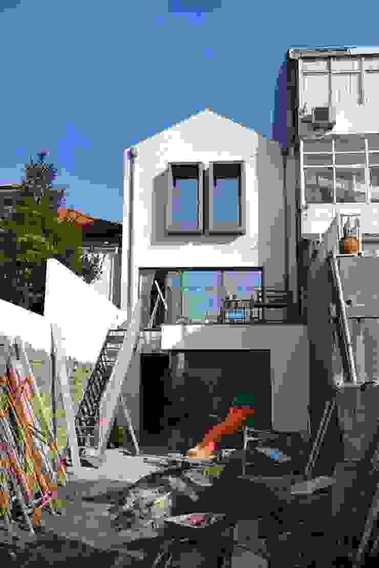 Remodelação de moradia unifamiliar por FRANCISCO MARTINS & FILHOS LDA Moderno