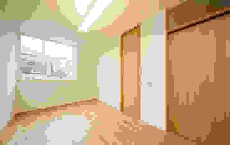 光の降る家: 株式会社Fit建築設計事務所が手掛けた寝室です。