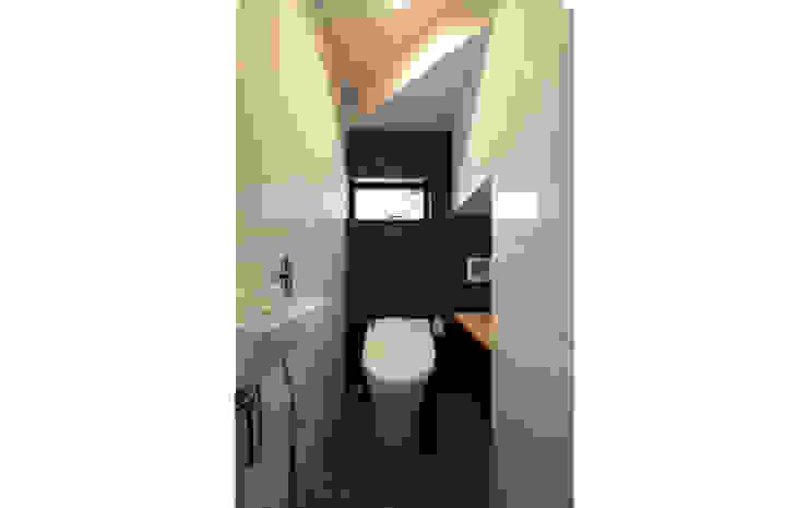 さんかくテラスの家 モダンスタイルの お風呂 の 株式会社Fit建築設計事務所 モダン タイル