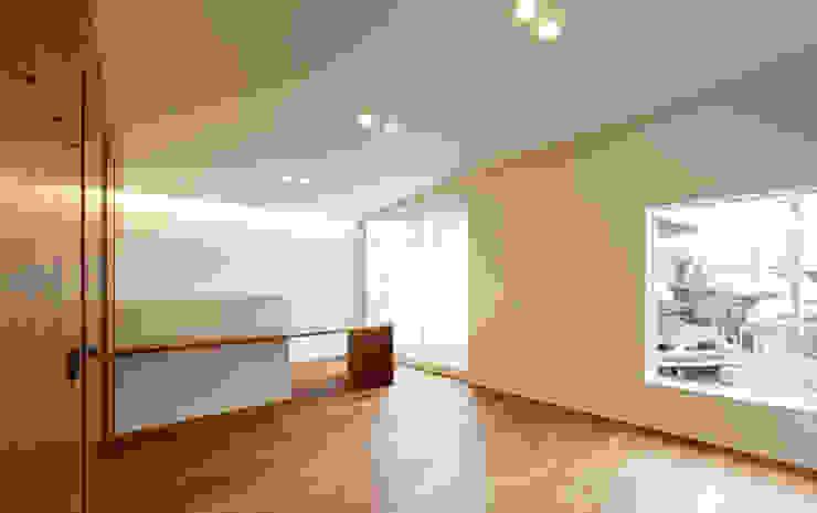 「」の家: 株式会社Fit建築設計事務所が手掛けたリビングです。