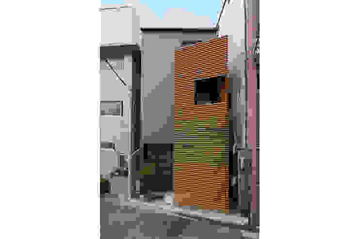 立体的につながる京町家 モダンな 家 の 株式会社Fit建築設計事務所 モダン 金属