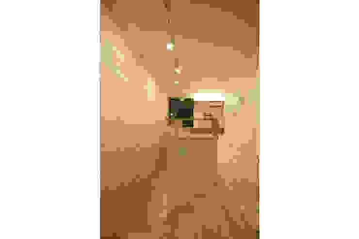 立体的につながる京町家 モダンスタイルの寝室 の 株式会社Fit建築設計事務所 モダン 木 木目調