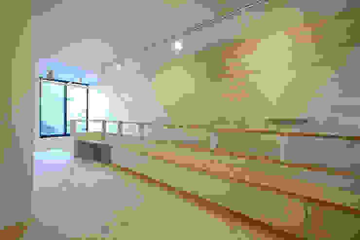 立体的につながる京町家 モダンデザインの 書斎 の 株式会社Fit建築設計事務所 モダン 木 木目調