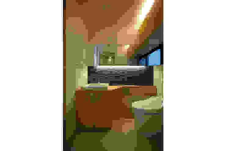 立体的につながる京町家 モダンスタイルの お風呂 の 株式会社Fit建築設計事務所 モダン タイル