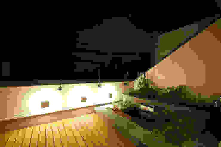 بلكونة أو شرفة تنفيذ 株式会社Fit建築設計事務所