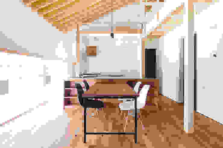 에클레틱 주방 by 一級建築士事務所 Atelier Casa 에클레틱 (Eclectic) 솔리드 우드 멀티 컬러