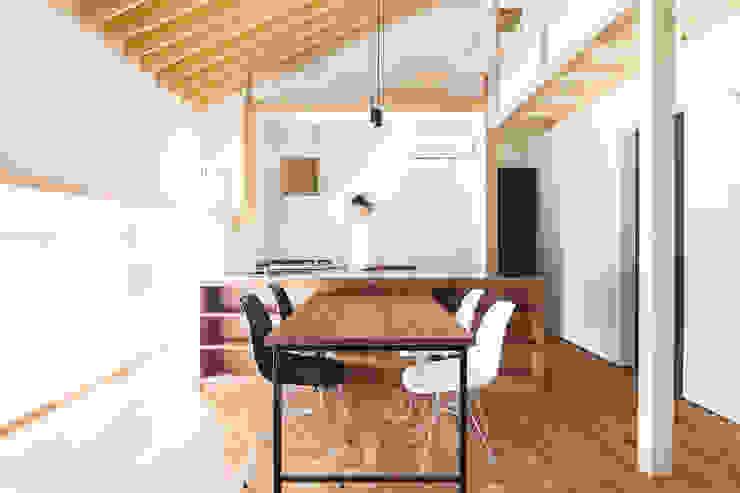 โดย 一級建築士事務所 Atelier Casa ผสมผสาน ไม้จริง Multicolored