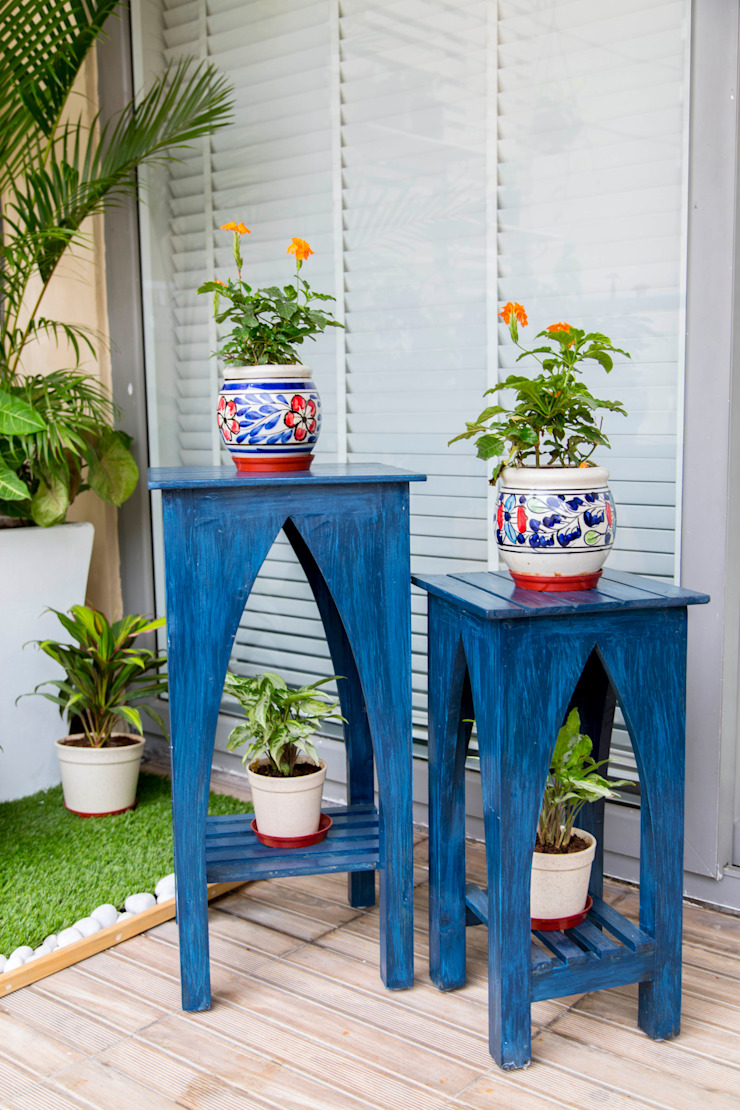 Accent moroccan tables. Studio Earthbox 陽台、門廊與露臺 家具 木頭 Blue
