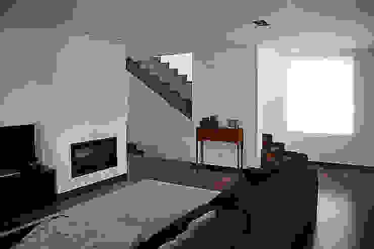 Meadela House | Viana do Castelo Salas de estar modernas por Valdemar Coutinho Arquitectos Moderno