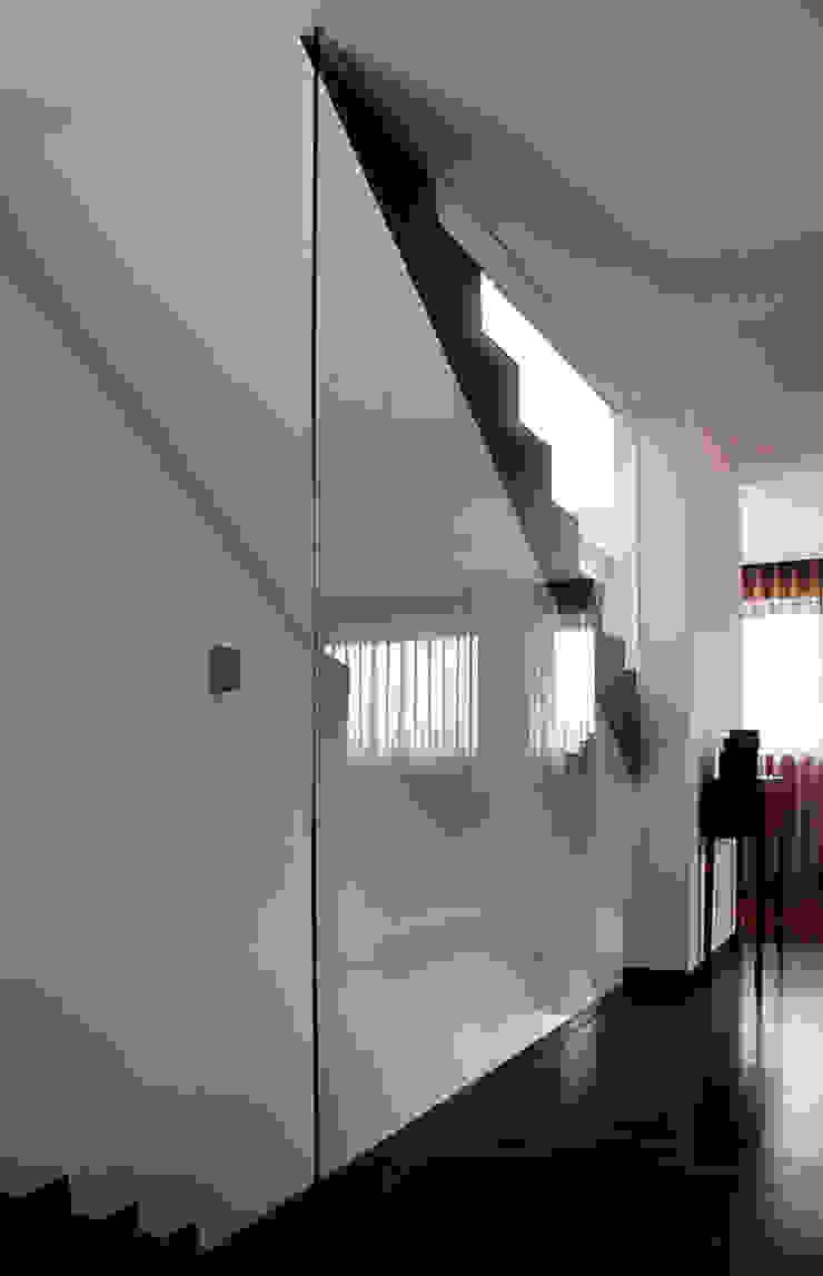 Meadela House | Viana do Castelo Corredores, halls e escadas modernos por Valdemar Coutinho Arquitectos Moderno